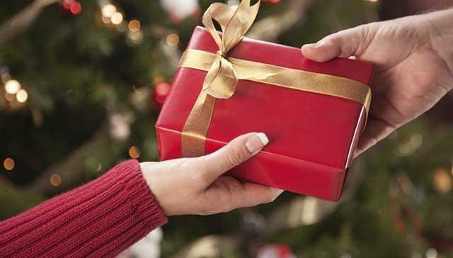 Какие подарки подготовить друзьям, родителям, любимым к Новому году